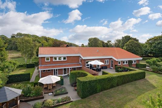 Villa på Lindely i Tårs - Ejendommen