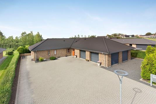 Villa på Mølhøjvangen i Nørager - Ejendommen