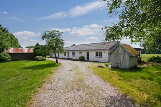 Villa på Korsvejen i Aalestrup - Ejendommen