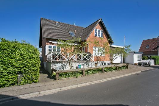 Villa på Højvang i Aars - Set fra vejen