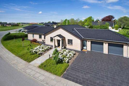 Villa på Stenildhøjdalen i Aars - Ejendommen