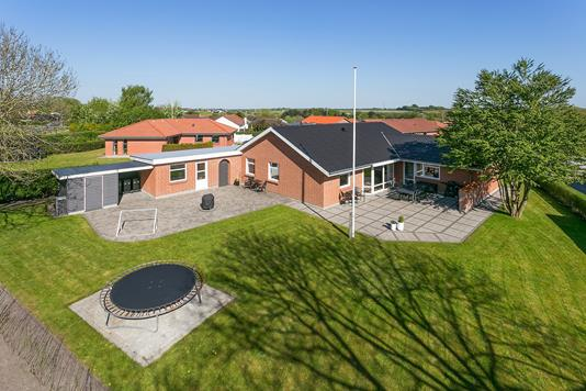 Villa på Aatoften i Aars - Ejendommen