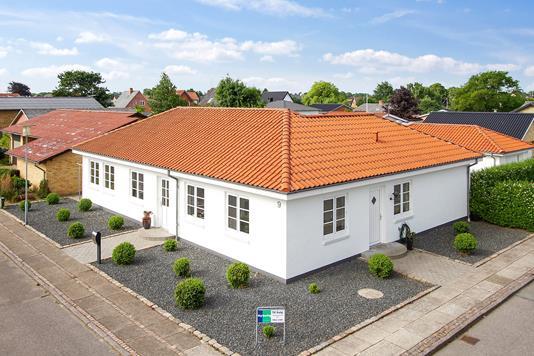 Villa på Nørrevang i Aars - Ejendommen