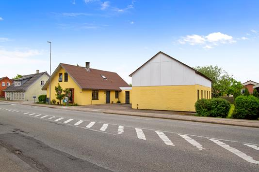 Villa på Løgstørvej i Aars - Ejendommen
