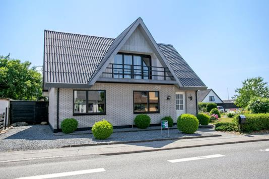 Villa på Aalborgvej i Aars - Set fra vejen