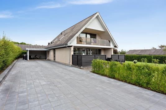 Villa på Kong Valdemars Vej i Aars - Set fra vejen