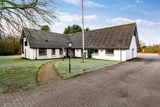 Villa på Peder Stubsvej i Aars - Set fra vejen
