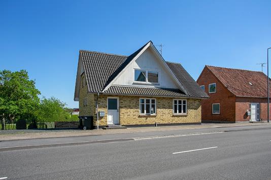 Villa på Søndergade i Farsø - Set fra vejen