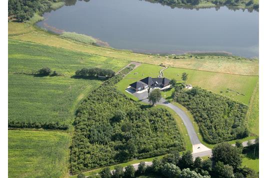 Landejendom på Farsøvej i Farsø - Luftfoto