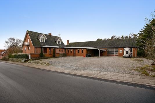 Villa på Gattenvej i Farsø - Set fra vejen