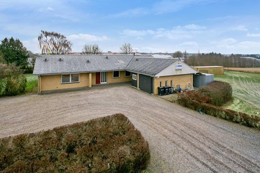 Villa på Vestre Boulevard i Aars - Set fra vejen