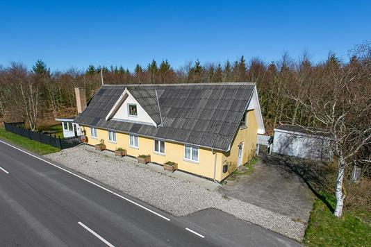 Villa på Hyllebjergvej i Farsø - Ejendommen