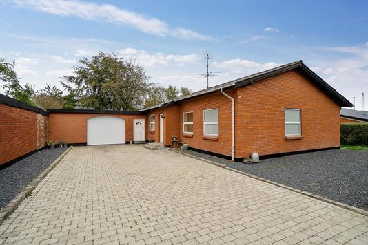 Villa på Skolevænget i Aalestrup - Set fra vejen