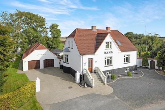Villa på Hovedgaden i Brovst - Ejendommen