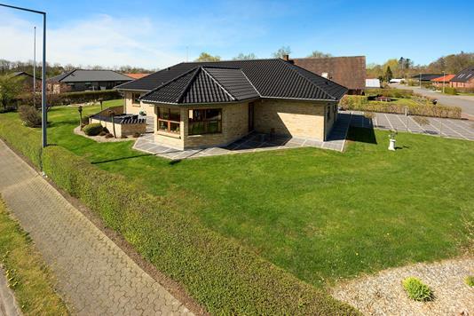 Villa på Vedbendvej i Brønderslev - Ejendommen