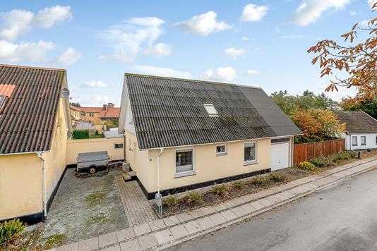 Villa på Hovedgaden i Vrå - Ejendommen