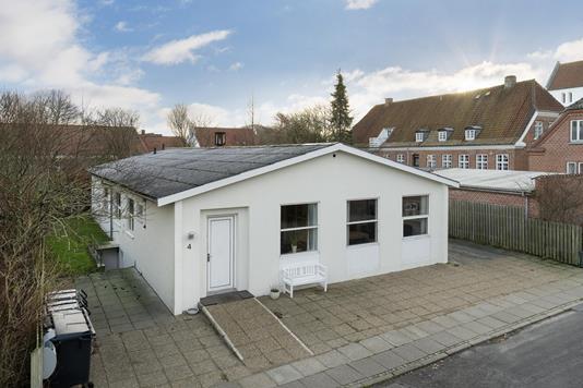 Villa på Korsgade i Vrå - Ejendommen