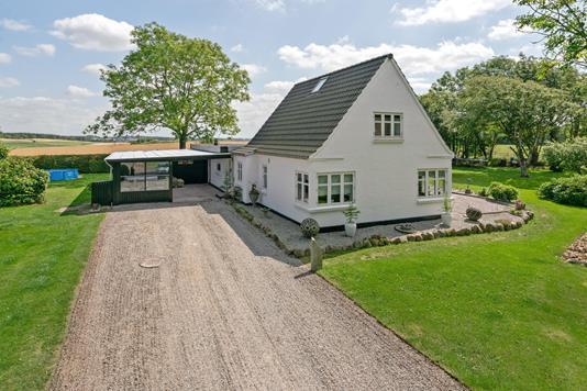 Villa på Bombækvej i Vrå - Ejendommen