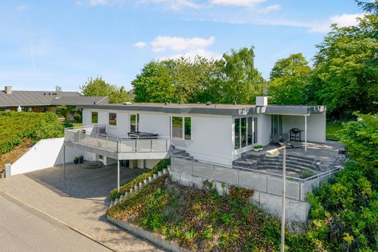 Villa på Rossinisvej i Aalborg SV - Ejendommen