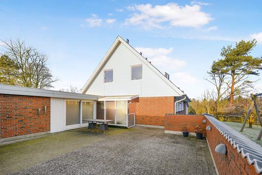 Villa på Leharparken i Aalborg SV - Ejendommen
