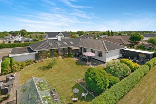 Villa på Blommevænget i Aalborg - Luftfoto