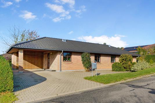 Villa på Svenstruphøj i Svenstrup J - Ejendommen