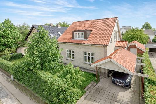 Villa på Dronning Christines Vej i Aalborg - Ejendommen