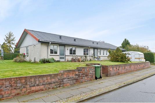 Villa på Bakkevej i Løsning - Ejendommen