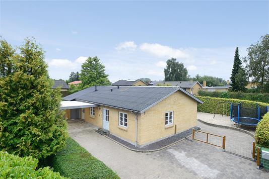 Villa på Kirstinelundsvej i Løsning - Mastefoto