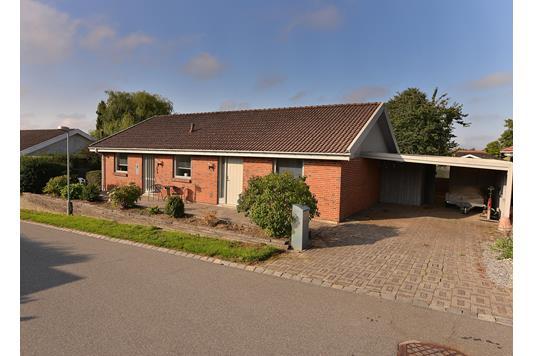 Villa på Bavnegårdsvej i Hasselager - Ejendommen