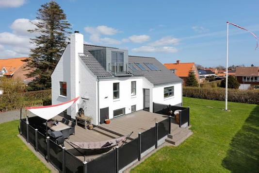 Villa på Strandhusevej i Juelsminde - Ejendommen