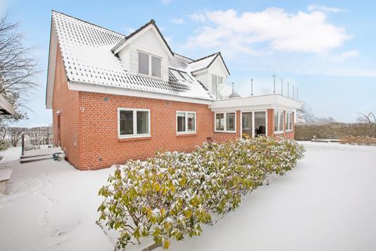Villa på Tjørnevænget i Rønde - Ejendommen
