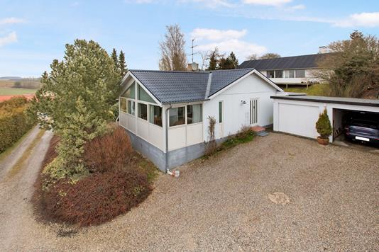 Villa på Skolevej i Rønde - Ejendommen