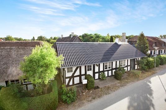Villa på Præstegårdsvej i Rønde - Ejendommen
