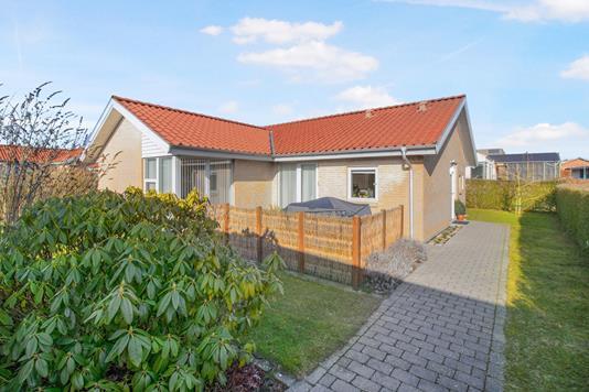 Villa på Overgårdsparken i Rønde - Ejendommen