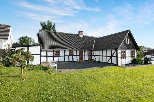 Villa på Damvej i Rønde - Ejendommen