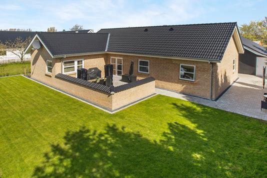 Villa på Molsvej i Rønde - Ejendommen