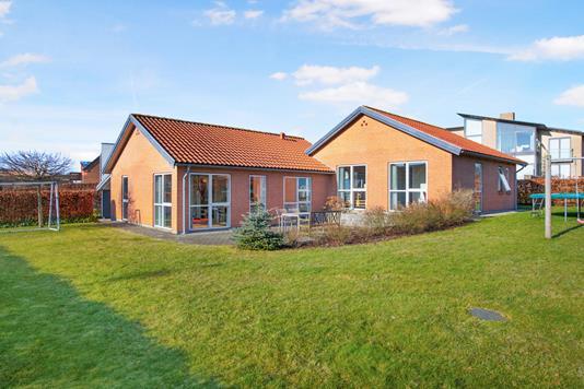 Villa på Gåsebakken i Rønde - Ejendommen