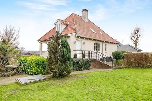 Villa på L. Jørgensens Alle i Rønde - Ejendommen