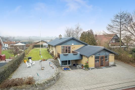 Villa på Damsbrovej i Hinnerup - Mastefoto