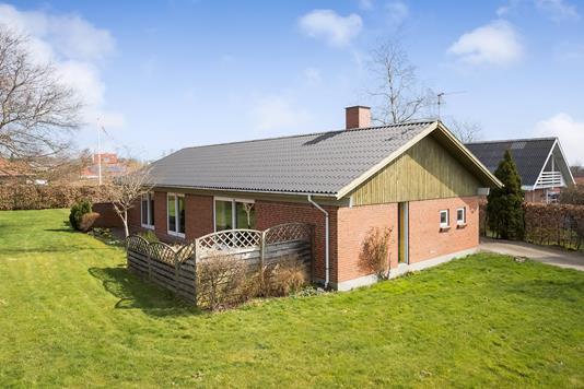 Villa på Båstrupvej i Hinnerup - Ejendommen