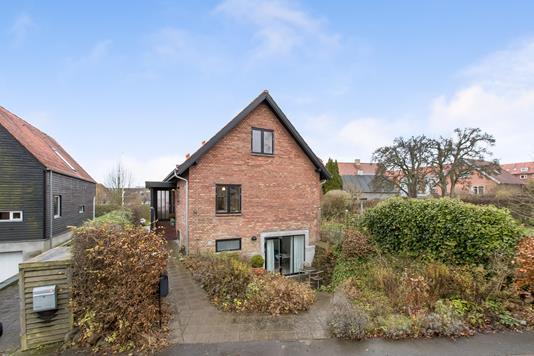 Villa på Jørgen Brønlunds Vej i Aarhus N - Ejendommen