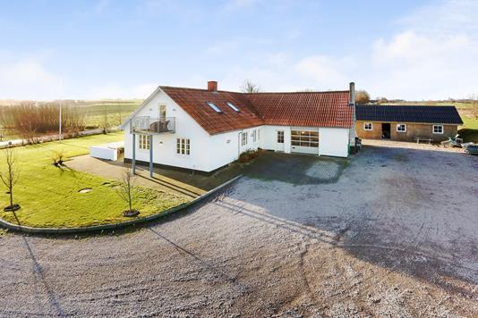 Landejendom på Søbækvej i Brædstrup - Mastefoto