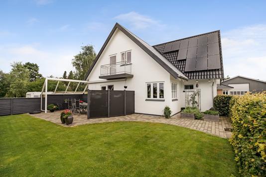 Villa på Byvej i Bryrup - Ejendommen