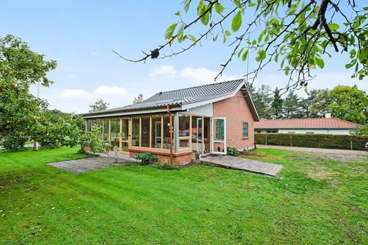 Villa på Nedenskovvej i Brædstrup - Ejendommen