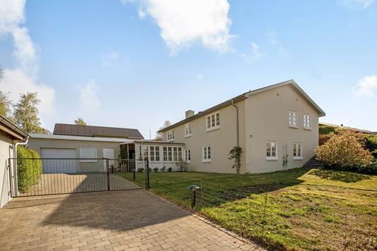 Villa på Ewaldsvej i Østbirk - Ejendommen