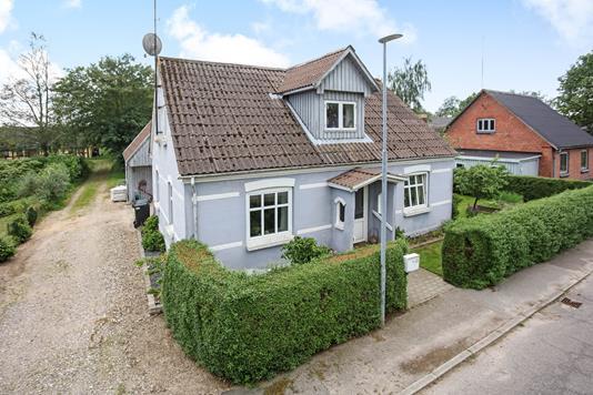 Villa på Sattrupvej i Østbirk - Ejendommen