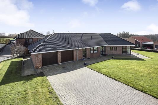 Villa på Overdrevet i Bryrup - Ejendommen