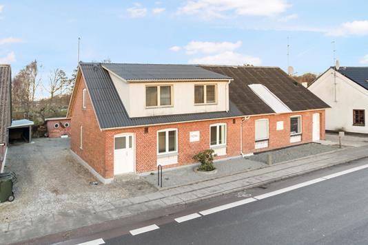 Villa på Hovedgaden i Allingåbro - Ejendommen