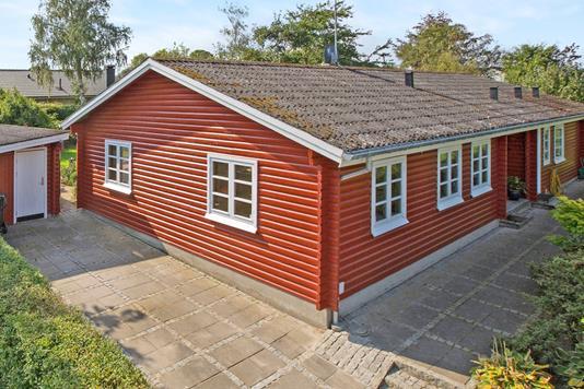 Villa på Elmelundsvej i Auning - Ejendommen